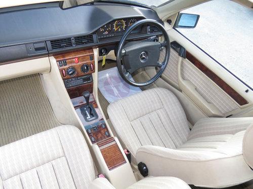 1990 Mercedes W124 260E Auto - 47K - Excellent History - Superb  SOLD (picture 5 of 6)