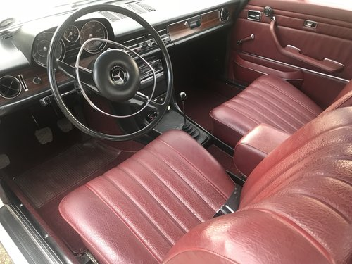 1969 Mercedes Benz 250CE 5-speed manual For Sale (picture 4 of 6)