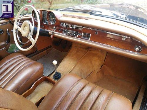 A LEGENDARY CRUISER, WONDERFUL 1964 MERCEDES 220 SE CONVERTI For Sale (picture 4 of 6)