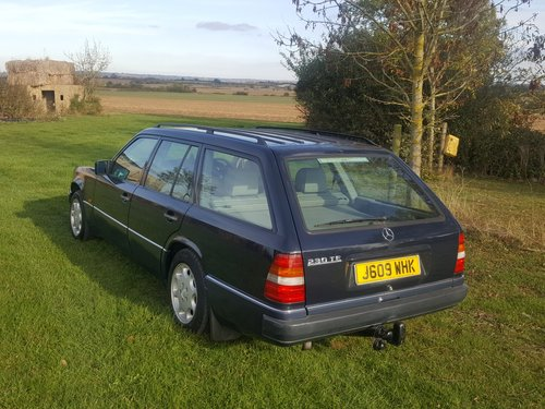 1991 Mercedes 230TE W124 5 speed manual For Sale (picture 2 of 6)