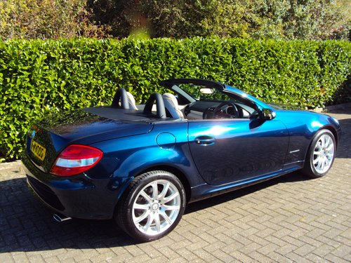 2008 An EXCEPTIONAL Mercedes-Benz SLK FMBSH AIR SCARF For Sale (picture 2 of 6)