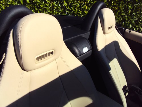 2008 An EXCEPTIONAL Mercedes-Benz SLK FMBSH AIR SCARF For Sale (picture 6 of 6)