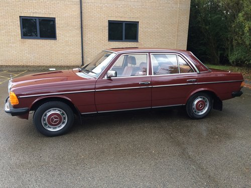 1981 Mercedes Benz W123 230E saloon For Sale (picture 2 of 6)