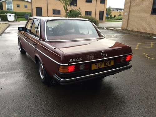 1981 Mercedes Benz W123 230E saloon For Sale (picture 3 of 6)