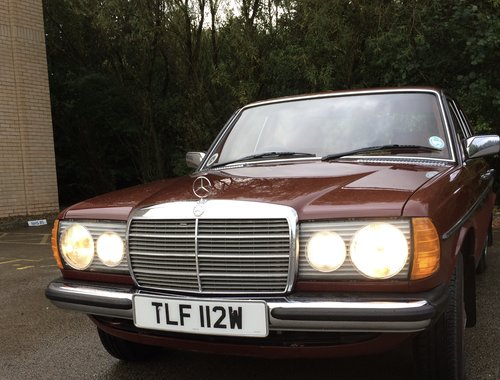 1981 Mercedes Benz W123 230E saloon For Sale (picture 4 of 6)