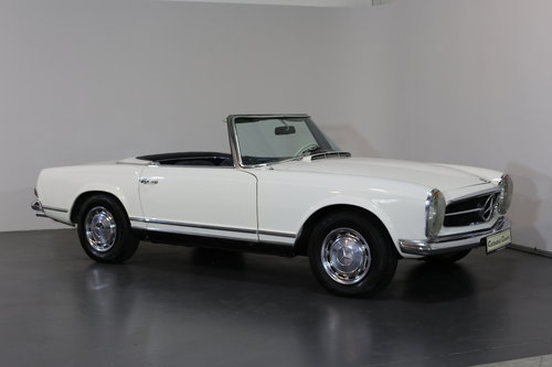 An early production 1968 W113 Mercedes 280 SL Automatic  SOLD (picture 2 of 6)