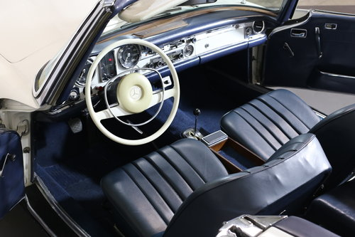 An early production 1968 W113 Mercedes 280 SL Automatic  SOLD (picture 3 of 6)