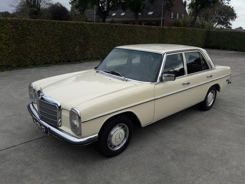 Mercedes benz type 200 w115 petrol 1974    7950  EURO SOLD (picture 1 of 6)