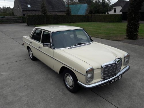 Mercedes benz type 200 w115 petrol 1974    7950  EURO SOLD (picture 2 of 6)