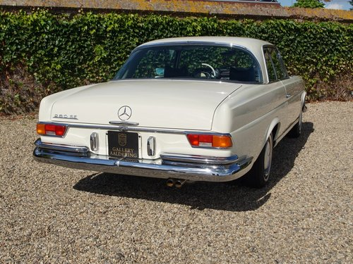 1968 Mercedes Benz 280SE Coupe manual gearbox and sunroof For Sale (picture 6 of 6)