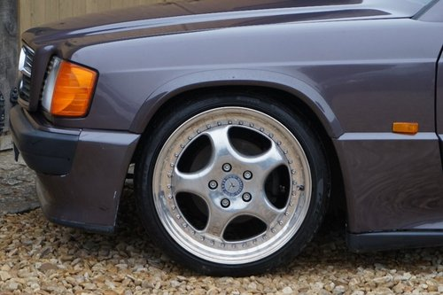 1992 Mercedes-Benz 190 1.8 E 4dr COSWORTH BODYKIT For Sale (picture 4 of 6)