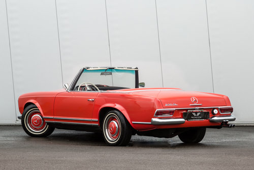1967 Mercedes Benz 230SL Pagoda  SOLD (picture 2 of 6)