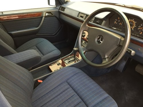1992 Mercedes 230E  For Sale (picture 4 of 6)