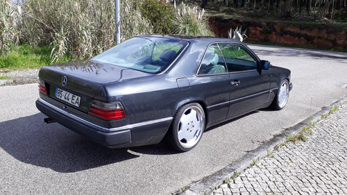1990 EXCLUSIVE MERCEDES 230 CE COSWORTH For Sale (picture 2 of 6)