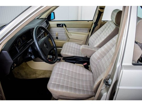 1989 Mercedes-Benz 190 2.5 D Turbo Diesel Automatic gearbox For Sale (picture 5 of 6)