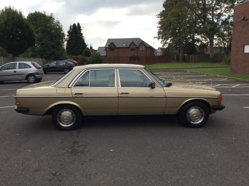 1984 Mercedes 230E saloon  Automatic Immaculate For Sale (picture 5 of 6)