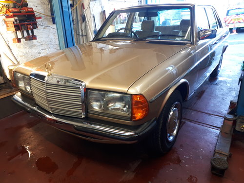 1984 Mercedes 230E saloon  Automatic Immaculate For Sale (picture 6 of 6)
