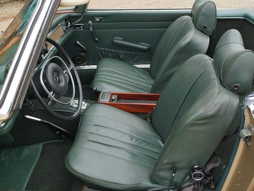 1971 Mercedes Benz 280SL Pagode automatic, with only 80.0053 Mls. For Sale (picture 3 of 6)