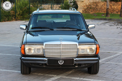 Mercedes Benz 300 TD 1982 SOLD (picture 1 of 6)