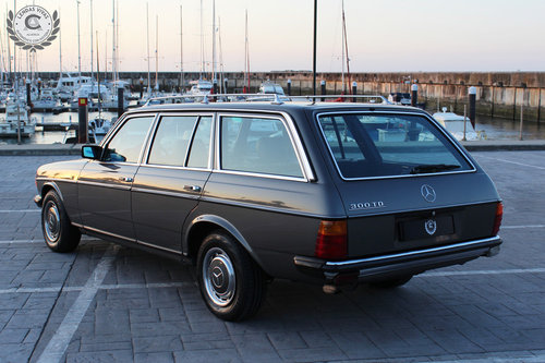 Mercedes Benz 300 TD 1982 SOLD (picture 3 of 6)