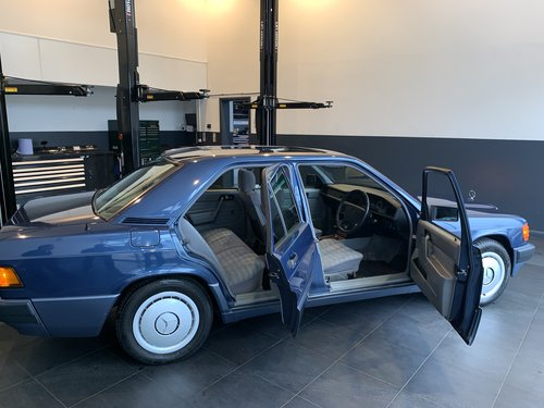 1994 Mercedes 190E 2.6 (ONE OWNER 28661 MILES FROM NEW) SOLD (picture 3 of 6)