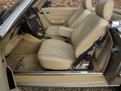 1988 Mercedes Benz 560SL W107 only 55.258 miles, SUPERB CONDITION For Sale (picture 3 of 6)