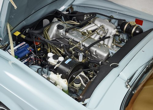 Highly restored Mercedes 280 SL Pagoda with hardtop 1968 For Sale (picture 3 of 6)