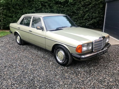 1983 Stunning W123 Mercedes 230E SOLD (picture 1 of 6)