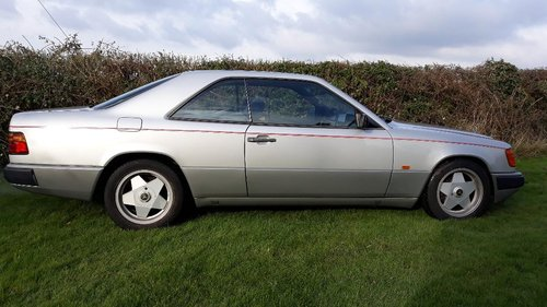 LOW MILEAGE 1988 300CE IN GREAT CONDITION For Sale (picture 1 of 6)