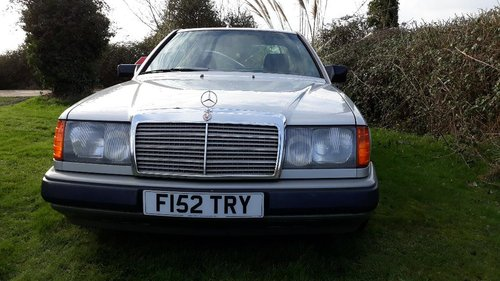 LOW MILEAGE 1988 300CE IN GREAT CONDITION For Sale (picture 2 of 6)