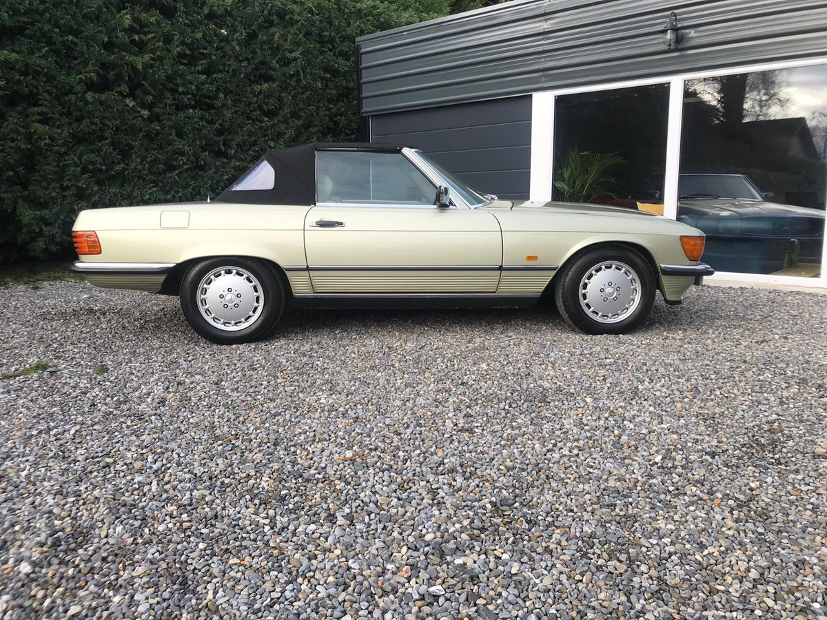1984 Stunning Thistle Green Mercedes 300SL R107 For Sale (picture 2 of 6)