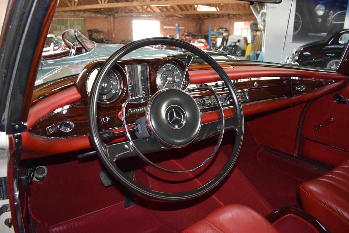 1967 Mercedes-Benz 250SE Cabriolet  SOLD (picture 3 of 6)