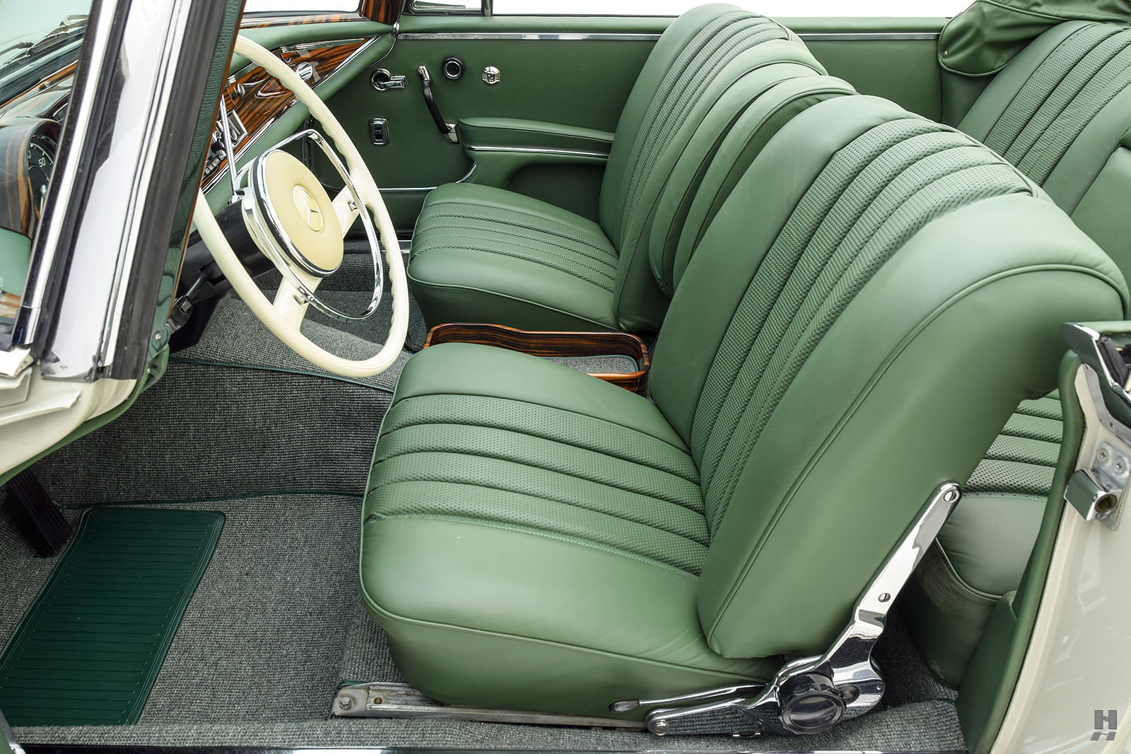 1967 MERCEDES-BENZ 300SE CONVERTIBLE For Sale (picture 3 of 6)