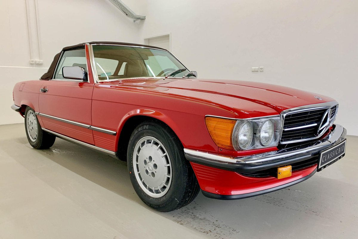 1987 Mercedes 560 SL *9 March* RETRO CLASSICS  SOLD by Auction (picture 1 of 6)