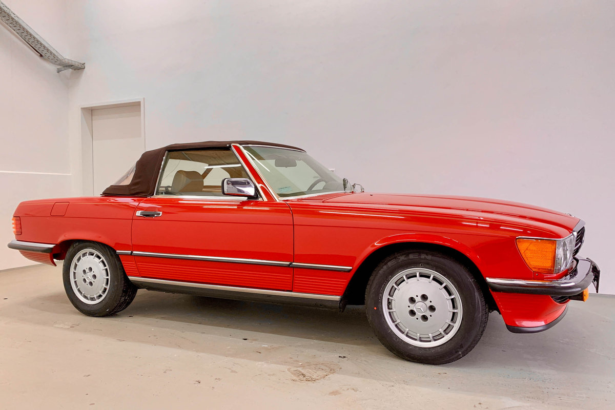 1987 Mercedes 560 SL *9 March* RETRO CLASSICS  SOLD by Auction (picture 2 of 6)