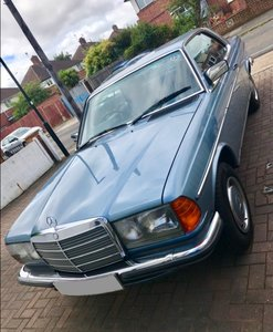 1985 W123 Mercedes Benz coupe 230ce