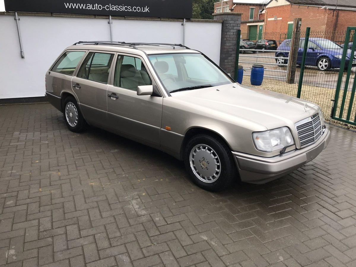 1994 Mercedes E320i Estate 124 For Sale (picture 2 of 6)