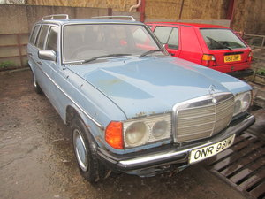 1981 Mercedes W123 200T 7 seater auto estate barnfind spares For Sale