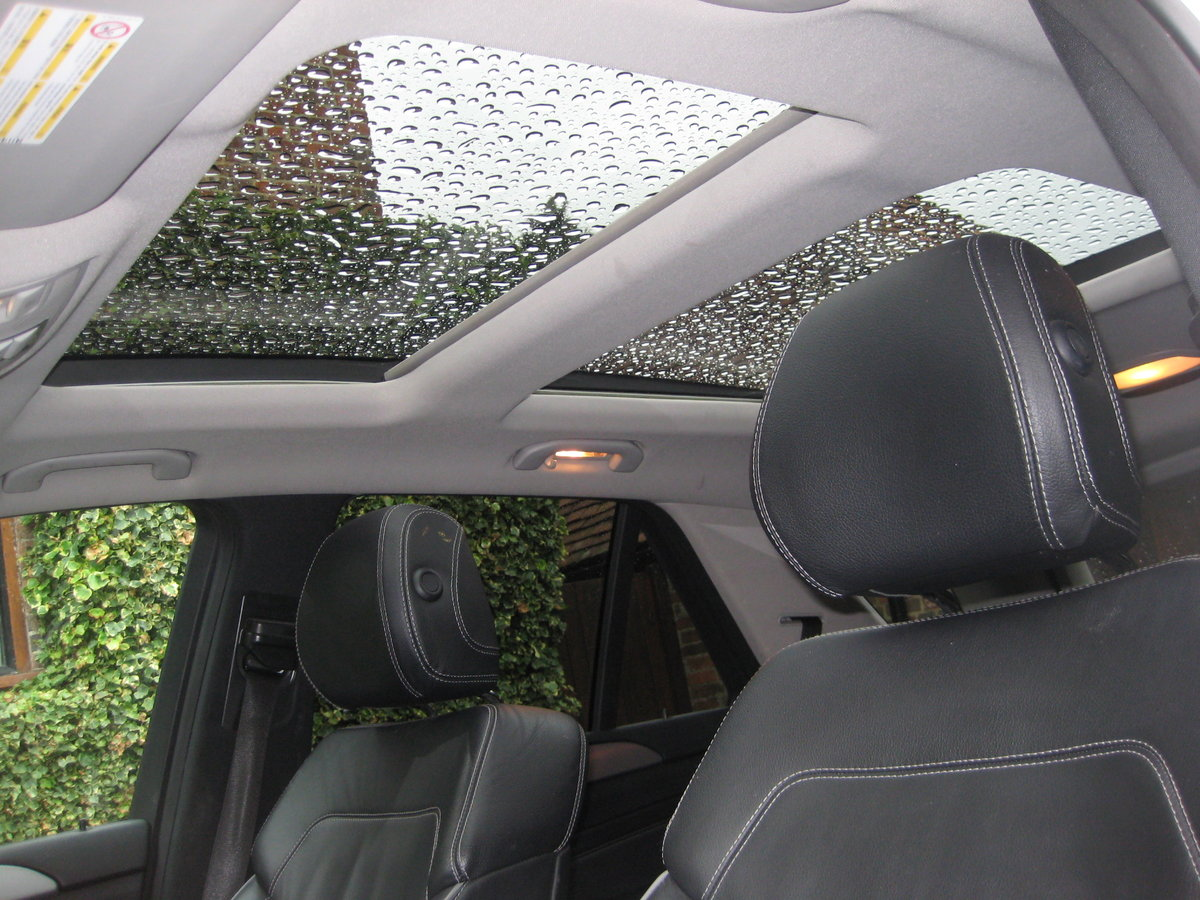 2012 Mercedes Benz ML350 Bluetec Sport Pan Roof + Full Leather For Sale (picture 4 of 6)