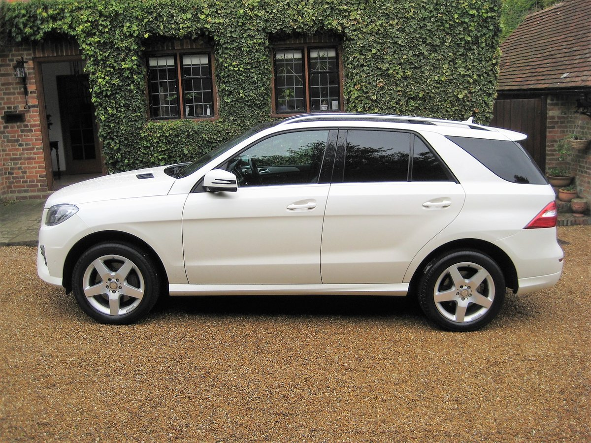 2012 Mercedes Benz ML350 Bluetec Sport Pan Roof + Full Leather For Sale (picture 5 of 6)