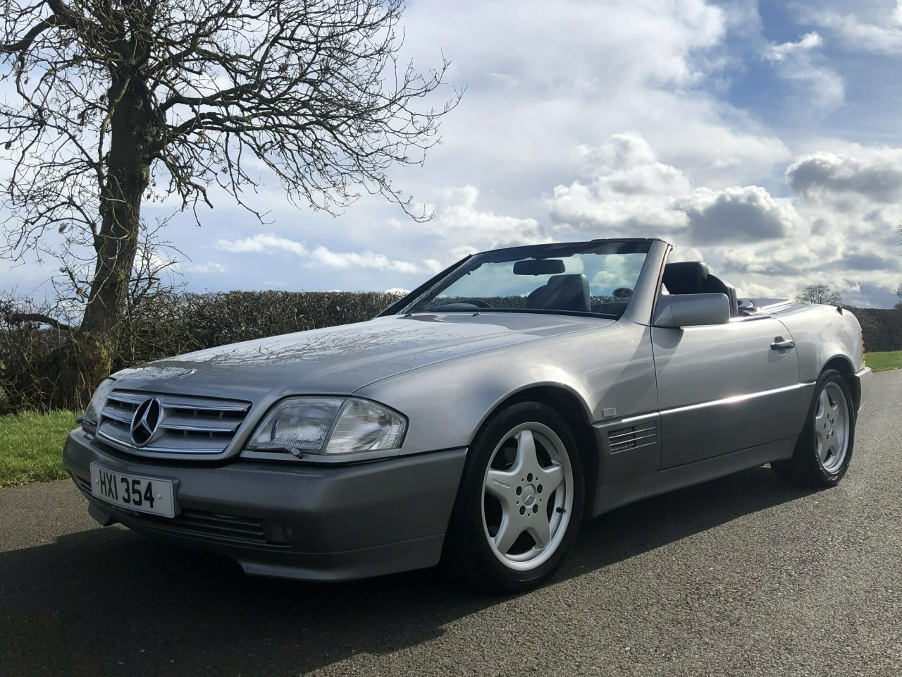 1990 Mercedes Benz 300 SL-24V R129 Automatic SOLD (picture 1 of 6)