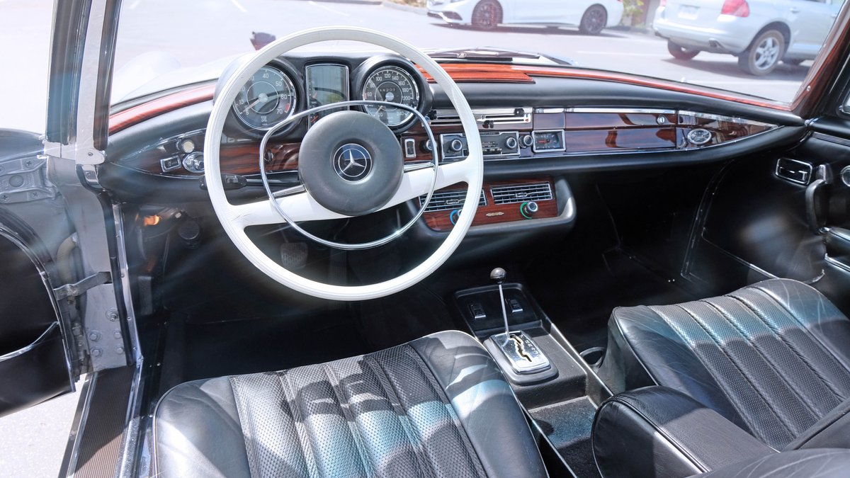 1970 Mercedes Benz 280SE 3.5 Coupé = Silver  $108.5k For Sale (picture 3 of 6)
