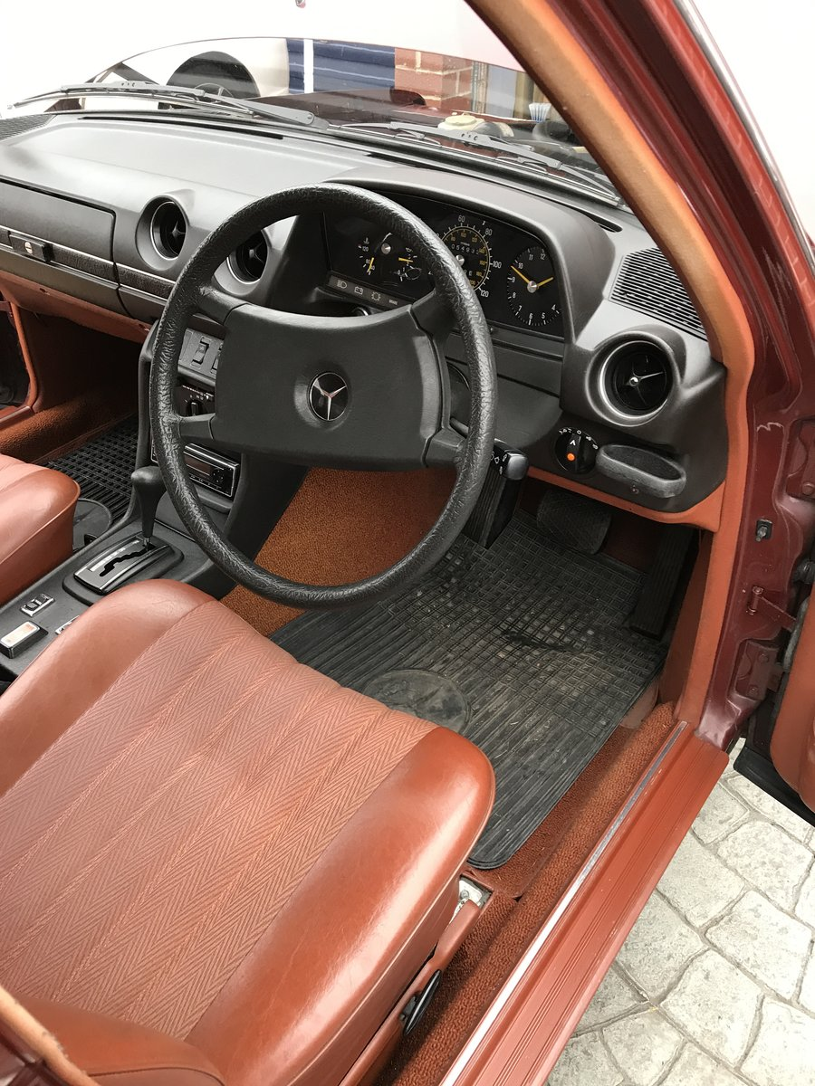 1981 Mercedes Benz W123 230E saloon For Sale (picture 6 of 6)