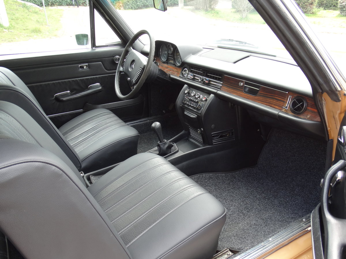 1973 Mercedes-Benz 250 C 2.8, Byzantine Gold Metallic For Sale (picture 5 of 6)