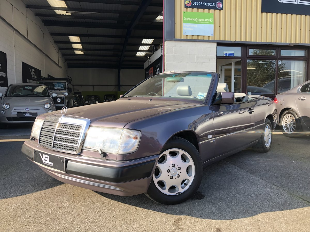 1993 Mercedes 320CE Sportline Cabriolet W124 Model For Sale (picture 1 of 6)