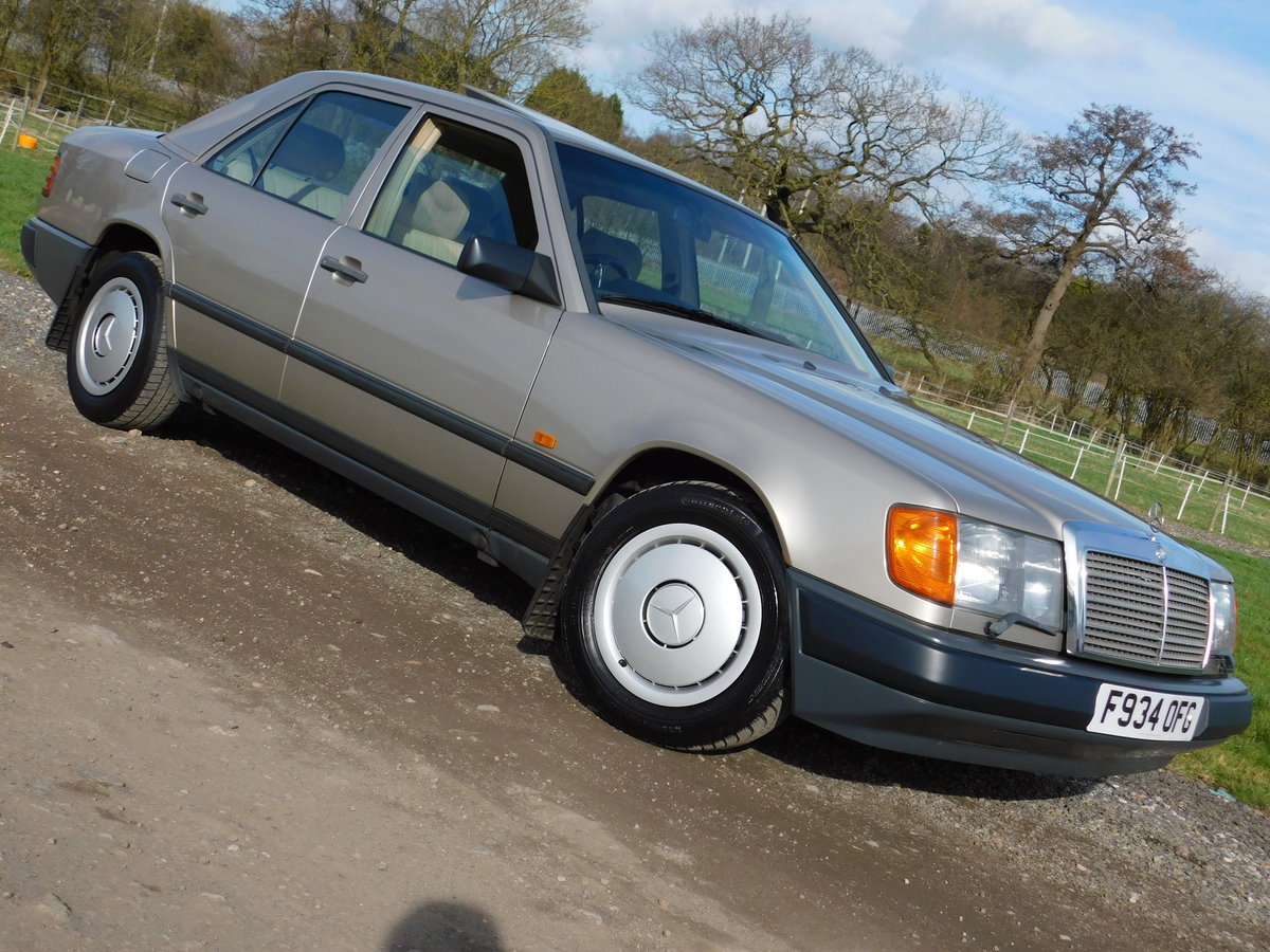 1989 Mercedes-Benz W124 260E Auto Saloon Low Miles SOLD (picture 1 of 6)