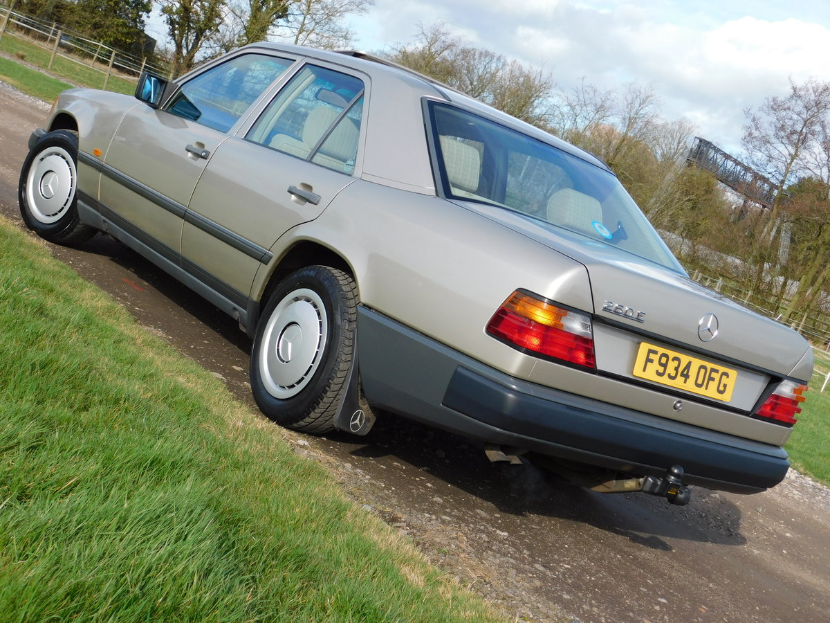 1989 Mercedes-Benz W124 260E Auto Saloon Low Miles SOLD (picture 2 of 6)