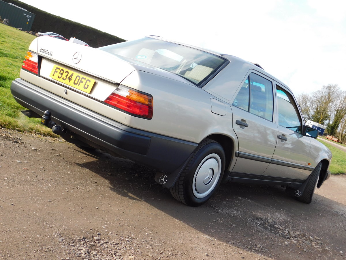 1989 Mercedes-Benz W124 260E Auto Saloon Low Miles SOLD (picture 3 of 6)