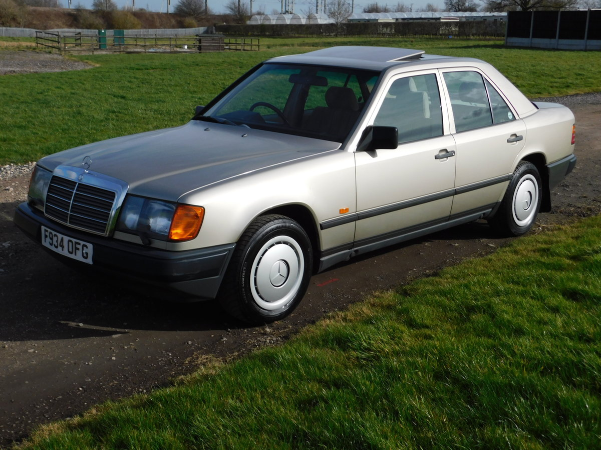 1989 Mercedes-Benz W124 260E Auto Saloon Low Miles SOLD (picture 4 of 6)
