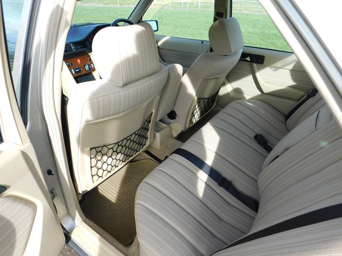 1989 Mercedes-Benz W124 260E Auto Saloon Low Miles SOLD (picture 6 of 6)